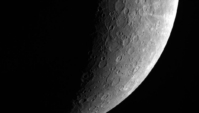 NASA Messenger Beams Earth Amazing Images of Mercury