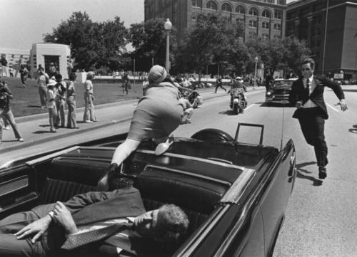 jackie kennedy panics after president is shot