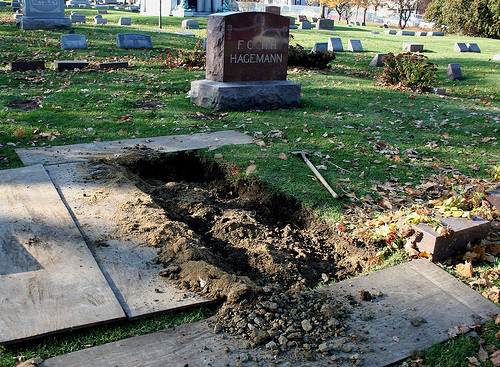 The Vampire Meme – Old Graves Prove that Human Disease