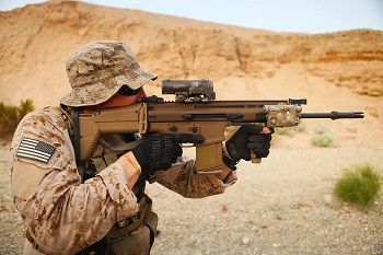 navy seal with scar rifle