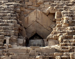 entrance kheops pyramid